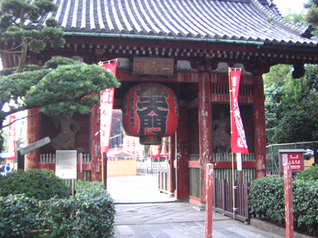 浅草の二天門は重要文化財