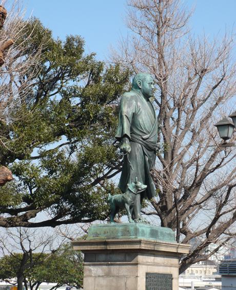 上野公園でちょっと早いサクラとウメを発見!!