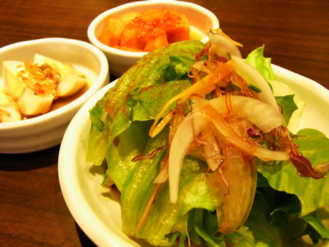 キムチ・サラダがお替り自由 韓国料理@とん豚テジ