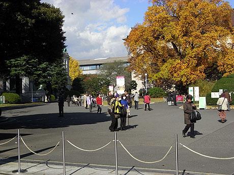 正面入口から見た東京国立博物館の館内