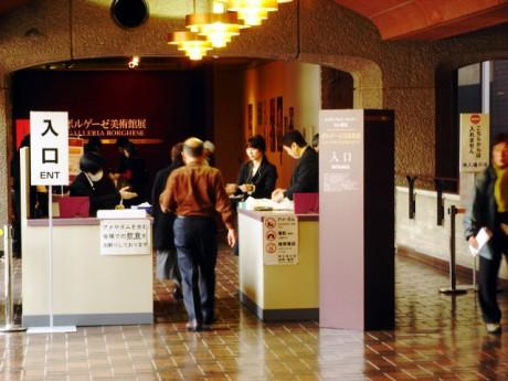 次々と入場していく - ボルゲーゼ美術館展