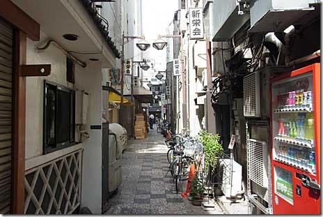 路地裏で60年! とん八亭 上野