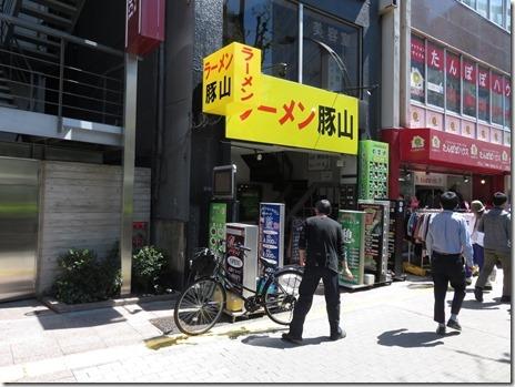 新たな次郎系インスパイア ラーメン豚山 上野広小路