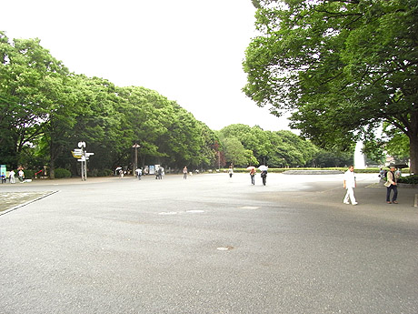 ガラーンとした上野公園