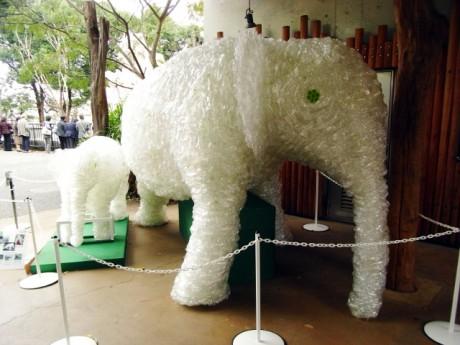 ペットボトルで作られたゾウ